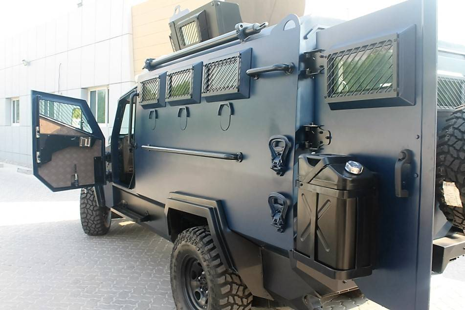 tygra armored personnel carrier (1)